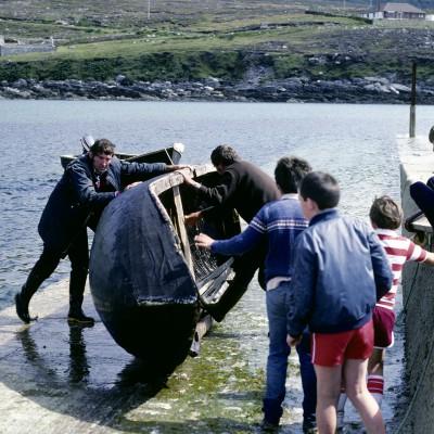 Un currach (aussi écrit curragh ou curach) est un bateau léger des côtes ouest de l'Irlande. Actuellement, il est généralement fabriqué de lattes de bois.