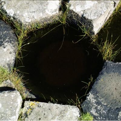 La Chaussée des Géants est une formation volcanique située sur la côte d'Irlande du Nord. Située à 3 km au nord de la ville de Bushmills dans le Comté d'Antrim