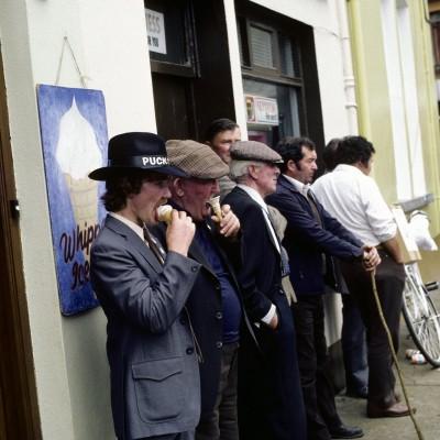 Killorglin organise en août, trois jours où éleveurs de bétail se rendent à une foire aux bestiaux… Les Pubs sont alors ouvert jusqu'à 3 heures du matin, on chante, on danse, et on couronne un bouc que l'on hisse ensuite sur une estrade… Ce dernier est alors copieusement nourrit, et « préside » la fête durant les 3 jours impartis…