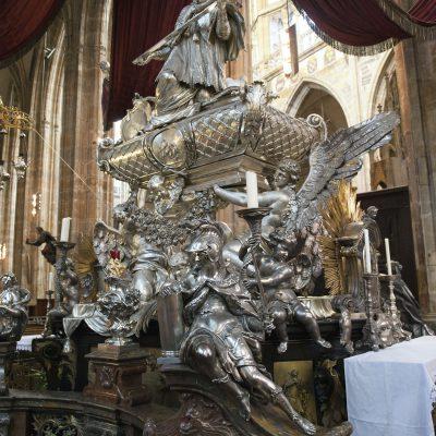 Vicaire général de l'archevêque Jean de Jenstein et qui finit Martyr. La cathédrale Saint-Guy - Prague