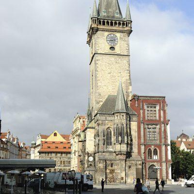 Maison gothique Volflin de Kamen. Fut le siège du premier conseilmunicipal de Prague. La tour carrée fut ajoutée en 1364.