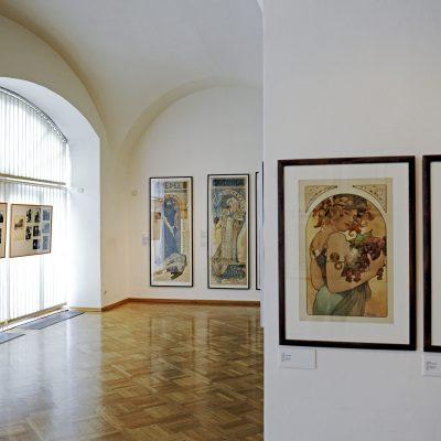 Le Musée Mucha, premier musée au monde consacré a la vie et a l'oeuvre d'Alfons Mucha (1860-1939), représentant mondialement connu de l'Art Nouveau, est situé au palais Kaunic baroque, dans le centre historique de Prague.