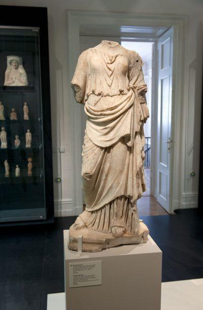 Déesse Nemesis - Dans la mythologie grecque, Némésis est considérée comme la déesse de la Vengeance ou, plus précisément, de la Juste Colère. Copie romaine du 1er au 2e siècle après J.-C..