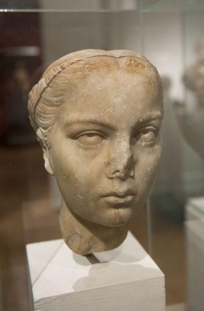 Portrait d'une jeune femme romaine - Marbre - 2e siècle après J.-C.