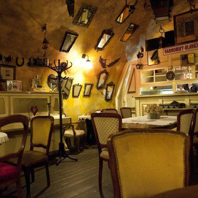 Restaurant place de la Vieillle Ville