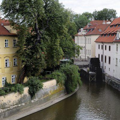 Moulin du Grand-Prieuré - Prague 2011La rivière du Diable était utilisée pour actionner les moulins à eau.