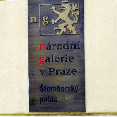 Le Palais Sternberg fut érigé sur la place Hradčanské, dans le style baroque, sur ordre du comte Václav Vojtěch de Sternberg et de sa femme Klára de Maltzan. Il est l'œuvre de l'architecte Domenico Martinelli et date de 1697.