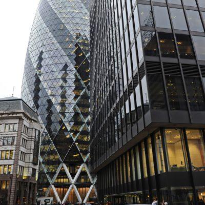 La tour que Norman Foster vient de construire à Londres, en pleine City, pour le compte de la Swiss Re, est une grande réussite esthétique.