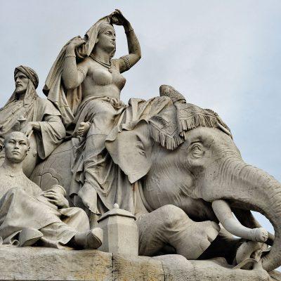 L'Albert Memorial est un monument à la mémoire d'Albert de Saxe-Cobourg-Gotha, époux de la reine Victoria. Il est situé à Kensington Gardens, à Londres. Conçu par George Gilbert Scott dans le style néogothique, il mesure 47,5 mètres de haut.
