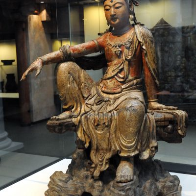 Bodhisattva Guanyin about 1200 - Jin dynasty  - Painted and gilded wood - Shanxi province - Victoria and Albert Museum