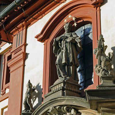 La façade baroque de la basilique Saint-Georges - Prague 2011.
