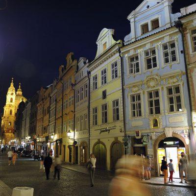 Rue Mostecká la nuit - quartier Malá Strana.
