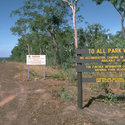 """Ouvert au public le 5 avril 1979, Kakadu NP est le plus grand parc d'Australie. Rendu célèbre grâce au film """"Crocodile Dundee"""" de l'australien Paul Hogan, il est constitué de savanes, de jungles et de """"billabongs"""" (pièce d'eau)"""