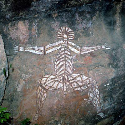 Namarrgon, un esprit du temps du rêve. Les légendes du Temps du rêve expliquent la genèse de la terre et des êtres, par les esprits et les premiers ancêtres. - Ubirr Rock est l'un des plus grandes sites sacrés aborigènes.