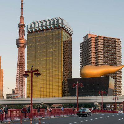 La brasserie Asahi et sa flamme dorée (Philippe Starck 1989).