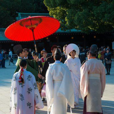 Le mariage shinto se dit en japonais shinzen kekkon, littéralement (mariage devant les divinités), et la cérémonie shinzen shiki. Il se déroule dans un sanctuaire shinto.