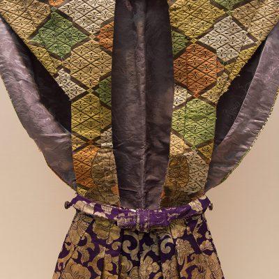 Kataginu (Kabuki costume) - Interlocking lozenges design on brown ground in karaori weave - Edo period, 19th century.