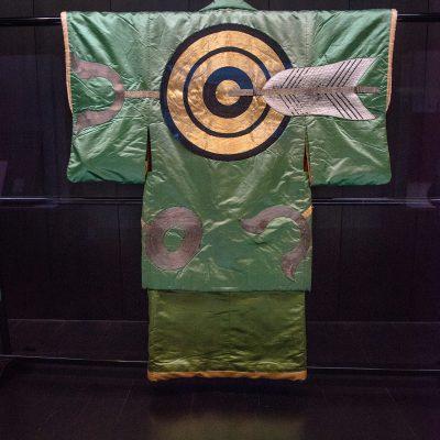 Haori (costume Kabiki) - Cible et flèche design sur satin vert clair période Edo XIXesiècle - Musée National de Tokyo
