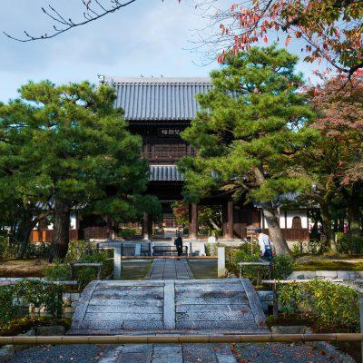 Le Kennin-ji, ou Zuiryusan Kennin-ji, est un temple bouddhiste zen d'obédience de l'école Rinzai situé dans l'arrondissement de Higashiyama-ku à Kyoto, au Japon, dans le district de Gion. On le connaît aussi sous le nom de Marishiten-dō.