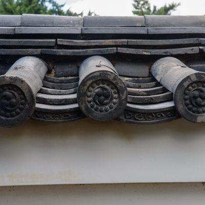 Le temple Kennin-ji est situé en plein cœur de GION est le plus vieux site Zen de Kyoto. Fondé en 1202 par le moine EISAI (EilleSaille) dont l'urne funéraire y repose, le KENNINJI compte parmi les 5 plus grands temples Zen de Kyoto.
