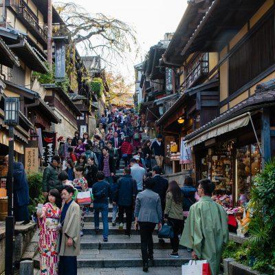 Secteur de Higashiyama, non loin du quartier de Gion, du sanctuaire Yasaka et en haut de Ninenzaka et Sannenzaka - Kyoto est  - Japon