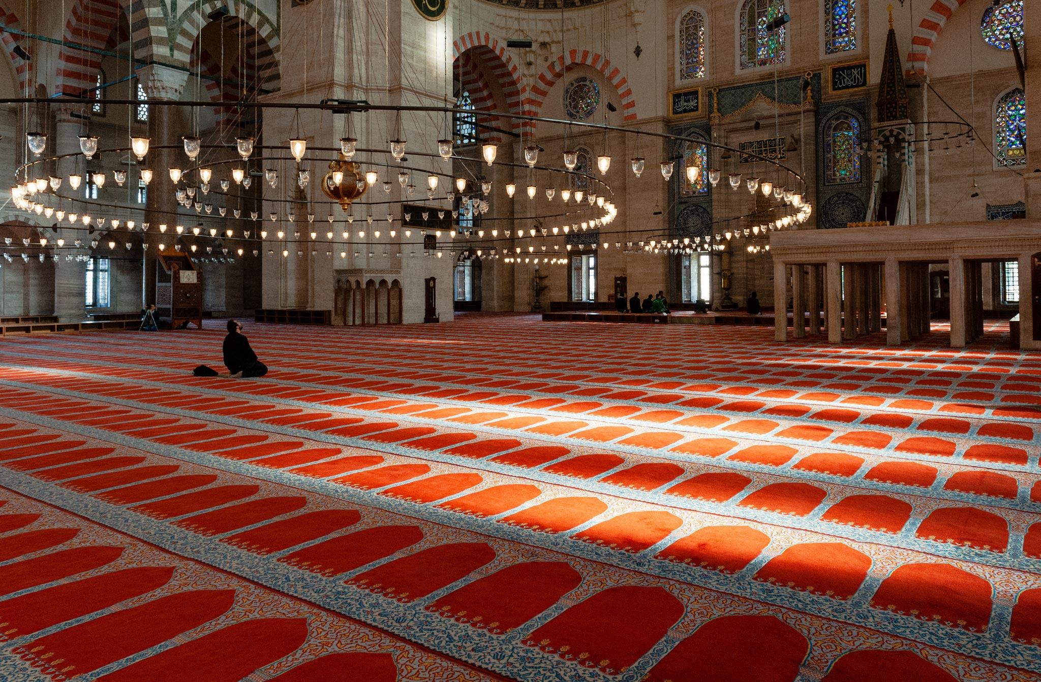 Chandelier circulaire - La mosquée Süleymaniye