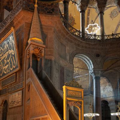 Le minbar -La chaire de l'imam-, qui date du 18e siècle