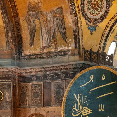 L'archange Gabriel, sur l'arc devant l'abside où était situé l'autel, dans la bêma. Seconde moitié du IXe siècle.
